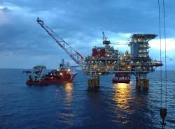 Nghiên cứu vay dự trữ ngoại hối do giá dầu giảm