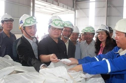 Deputy PM inspects progress of Central Highlands aluminum plant