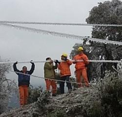 Sơn La: 1.674 khách hàng bị mất điện do băng tuyết