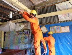 Hơn 8.000 hộ dân ở Nam bộ được thay mới dây điện