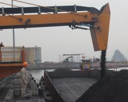 Kho vận và Cảng Cẩm Phả rót tấn than đầu tiên của năm 2019