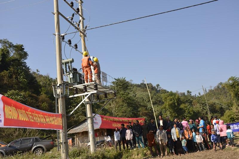 Gần 200 hộ đồng bào dân tộc ở Điện Biên có điện đón tết