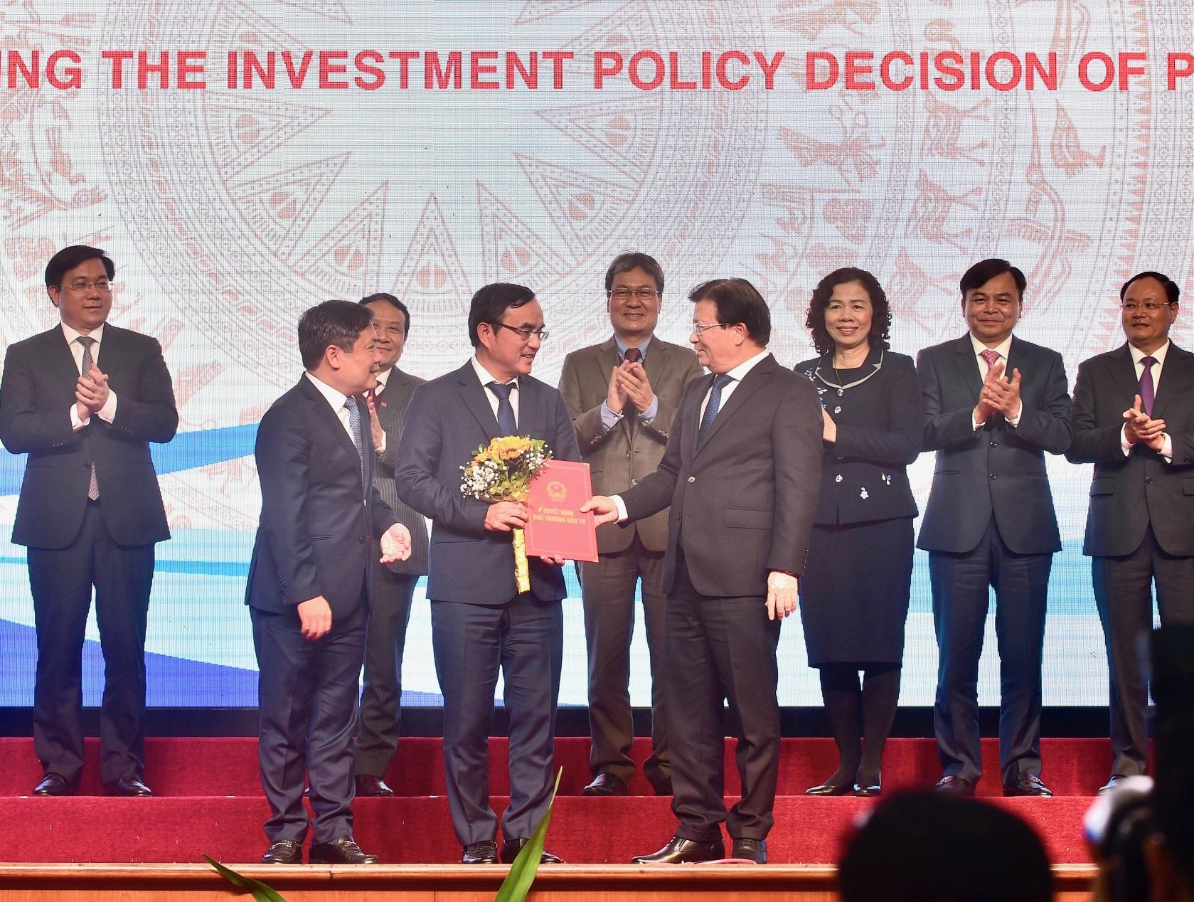Trao quyết định chủ trương đầu tư dự án Nhiệt điện Quảng Trạch 2