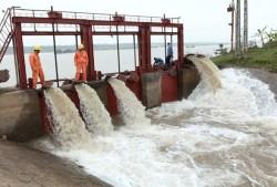 EVNNPC đảm bảo cấp điện bơm nước phục vụ đổ ải vụ Đông Xuân
