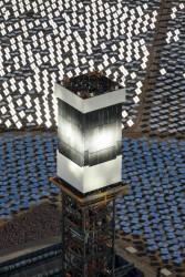 Nhà máy điện mặt trời lớn nhất thế giới đi vào hoạt động