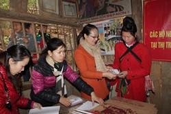 Thủy điện Sơn La tặng quà tết hộ nghèo huyện Mường La