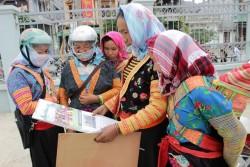200 suất quà tết cho hộ nghèo xã Mường Lay