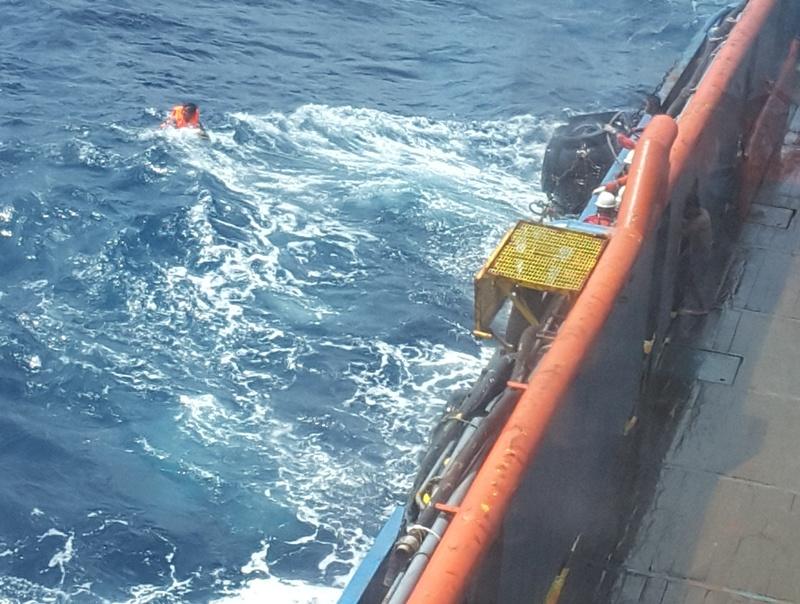 Mỏ Đại Hùng cứu nạn thành công 8 ngư dân bị chìm tàu 1