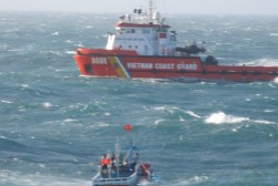 Mỏ Thăng Long-Đông Đô hỗ trợ cứu ngư dân bị nạn