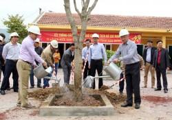 Lãnh đạo TKV trồng cây đầu xuân tại Công ty Xây lắp mỏ