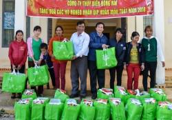 Thủy điện Đồng Nai tặng quà các hộ nghèo nhân dịp Tết