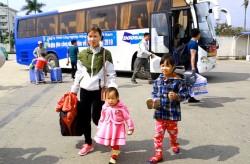 Doosan Vina bố trí xe đưa người lao động về quê dịp tết