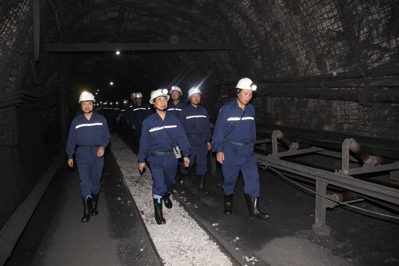 Chủ tịch HĐTV Tập đoàn Lê Minh Chuẩn kiểm tra sản xuất hầm lò và làm việc với Công ty CP than Núi Béo
