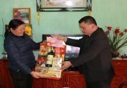 PC Lạng Sơn tặng quà tết cho các hộ chính sách