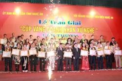"""Giám đốc PC Nghệ An nhận """"Cúp vàng doanh nhân xứ Nghệ"""""""