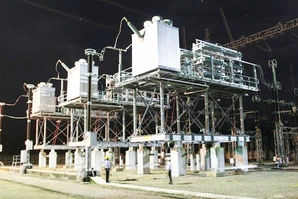 Powering  series capacitor set at Ha Tinh 500kV Transformer Substation