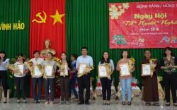 Nhiệt điện Vĩnh Tân tặng quà cho gia đình chính sách xã Vĩnh Hảo