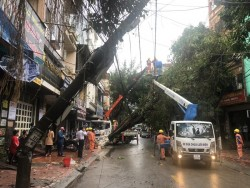 Ngành điện miền Bắc thiệt hại nặng do mưa đá, giông lốc