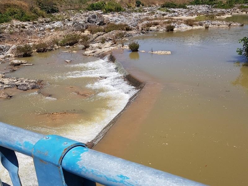 Thủy điện Vĩnh Sơn-Sông Hinh hỗ trợ người dân chống hạn hán