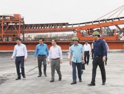 Chủ tịch HĐTV TKV kiểm tra sản xuất tại Công ty Kho vận Đá Bạc