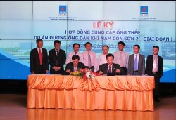 Signing the contract on providing steel pipes for gas pipeline of Nam Con Son 2 project