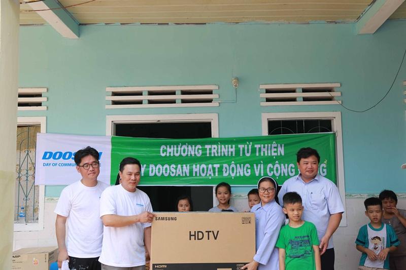 """Doosan với hoạt động """"Ngày phục vụ vì cộng đồng"""" 2"""