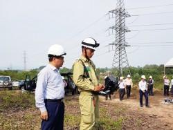 Chủ tịch EVNNPT kiểm tra thiết bị bay UAV phục vụ quản lý lưới điện