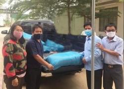 Công ty Nhiệt điện Vĩnh Tân hỗ trợ gạo cho thôn Văn Lâm 3