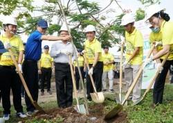 EVNSPC phát động trồng cây và Giải chạy ảo 'Cùng miền Tây vượt hạn mặn'