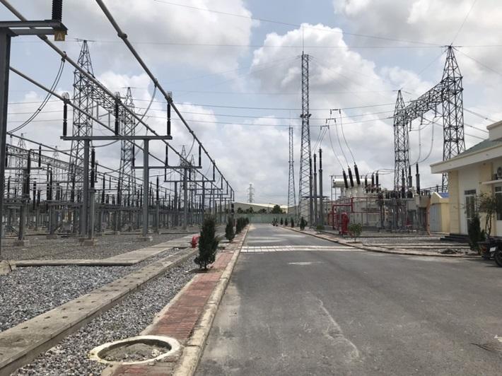 Đóng điện công trình trạm biến áp số 220 kV đầu tiên của Việt Nam