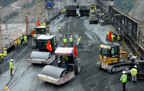 EVN hydropower projects are going abreast the construction progress