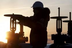 Ả-rập Saudi và Nga kéo dài thỏa thuận cắt giảm sản lượng dầu