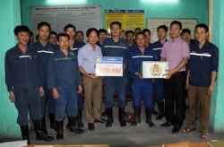 Công đoàn TKV tặng quà công nhân Mỏ hầm lò 2