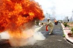 Truyền tải điện Kon Tum tập huấn chữa cháy và cứu hộ