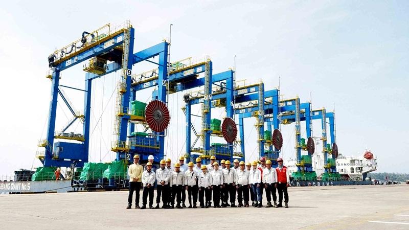 Doosan Vina xuất cẩu trục bánh lốp đến Ấn Độ 1