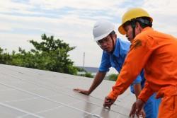 EVNCPC bàn giao hệ thống điện mặt trời áp mái cho 3 trường học