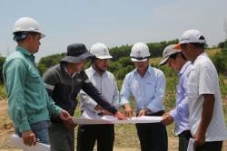 Trên công trường dự án điện mặt trời Điện lực miền Trung