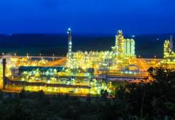 Lọc dầu Dung Quất: 'Rực sáng' một vùng cát trắng