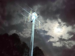 Lưới điện miền Bắc tiếp tục bị thiệt hại do thời tiết cực đoan