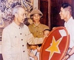 130 năm ngày sinh Chủ tịch Hồ Chí Minh: Dòng điện nhớ ơn Bác Hồ