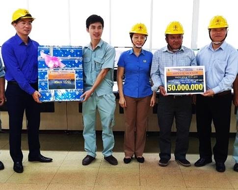 Công đoàn EVN tặng quà NLĐ Công ty Cổ phần Thủy điện Đa Nhim - Hàm Thuận - Đa Mi