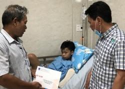 PV GAS thăm hỏi các học sinh bị tai nạn tại Trường THCS Bạch Đằng