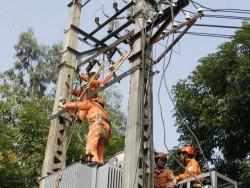 Đã cơ bản khắc phục xong sự cố lưới điện sau bão số 2