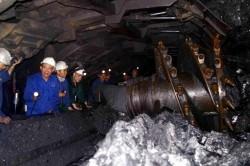 Vinacomin yêu cầu các đơn vị đẩy mạnh đào lò và bóc xúc đất đá