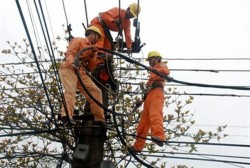 EVN HANOI tăng cường ứng trực đảm bảo điện cho khách hàng