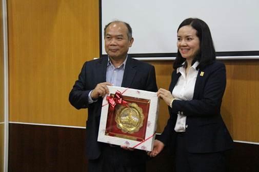 PVFCCo chia sẻ kinh nghiệm chứng khoán cho Lào 1