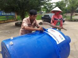 EVN SPC tặng bồn chứa nước cho hộ nghèo tại Long An