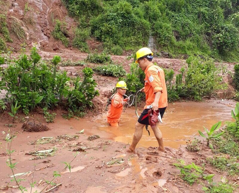 Lưới điện miền Bắc bị thiệt hại do mưa lũ 1
