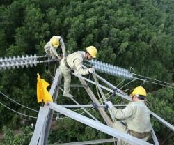 Tìm giải pháp nâng cao chất lượng lưới truyền tải điện quốc gia