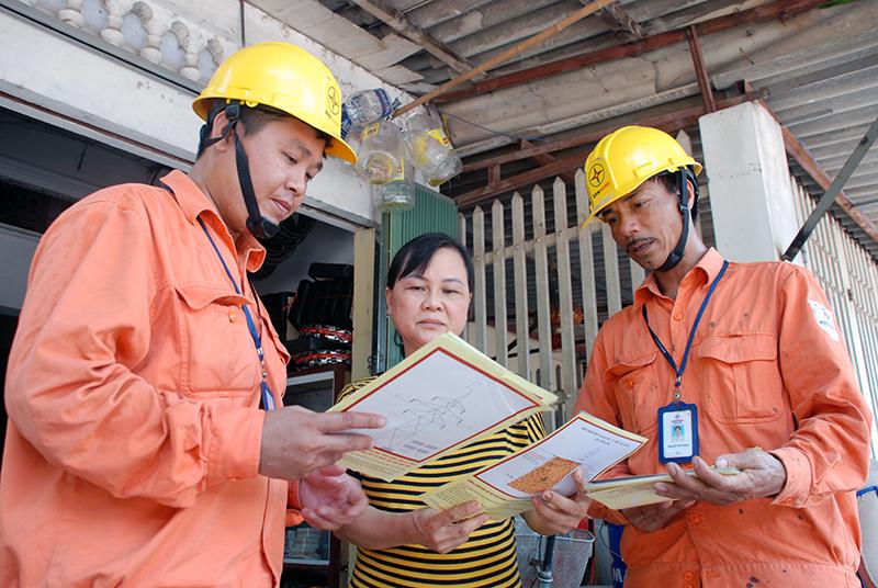 EVNHANOI chủ động bảo vệ hành lang lưới điện cao áp 2